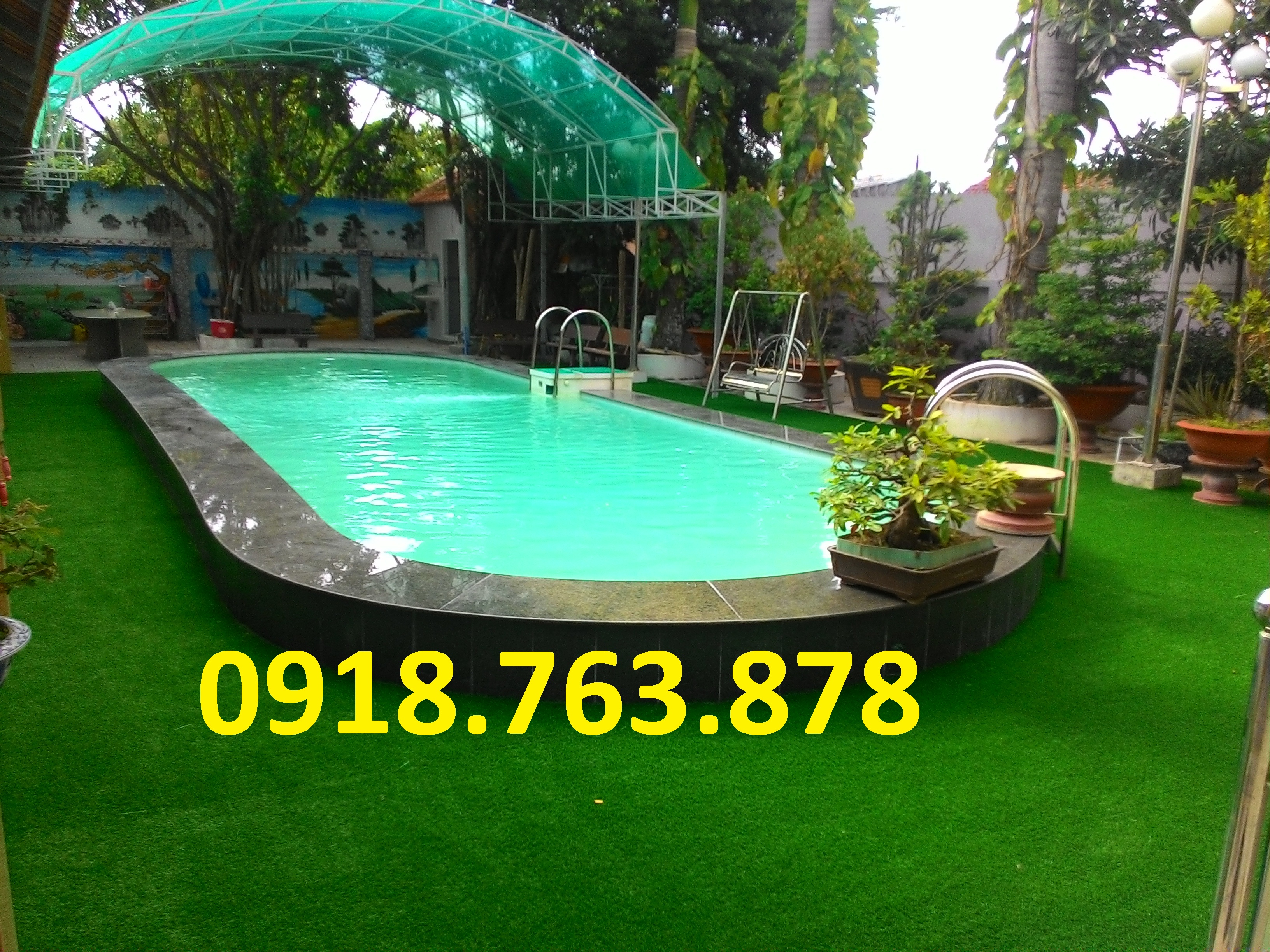 Thi công cỏ nhân tạo trang trí hồ bơi tại Long Xuyên An Giang