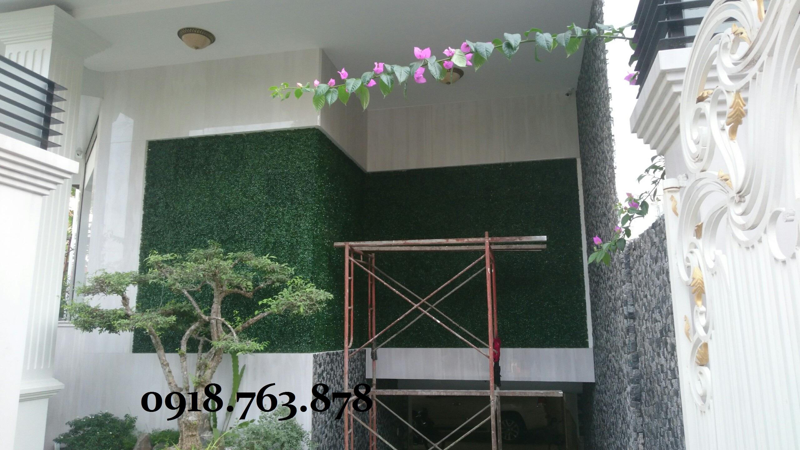 Thi công tường cây giả quận 7