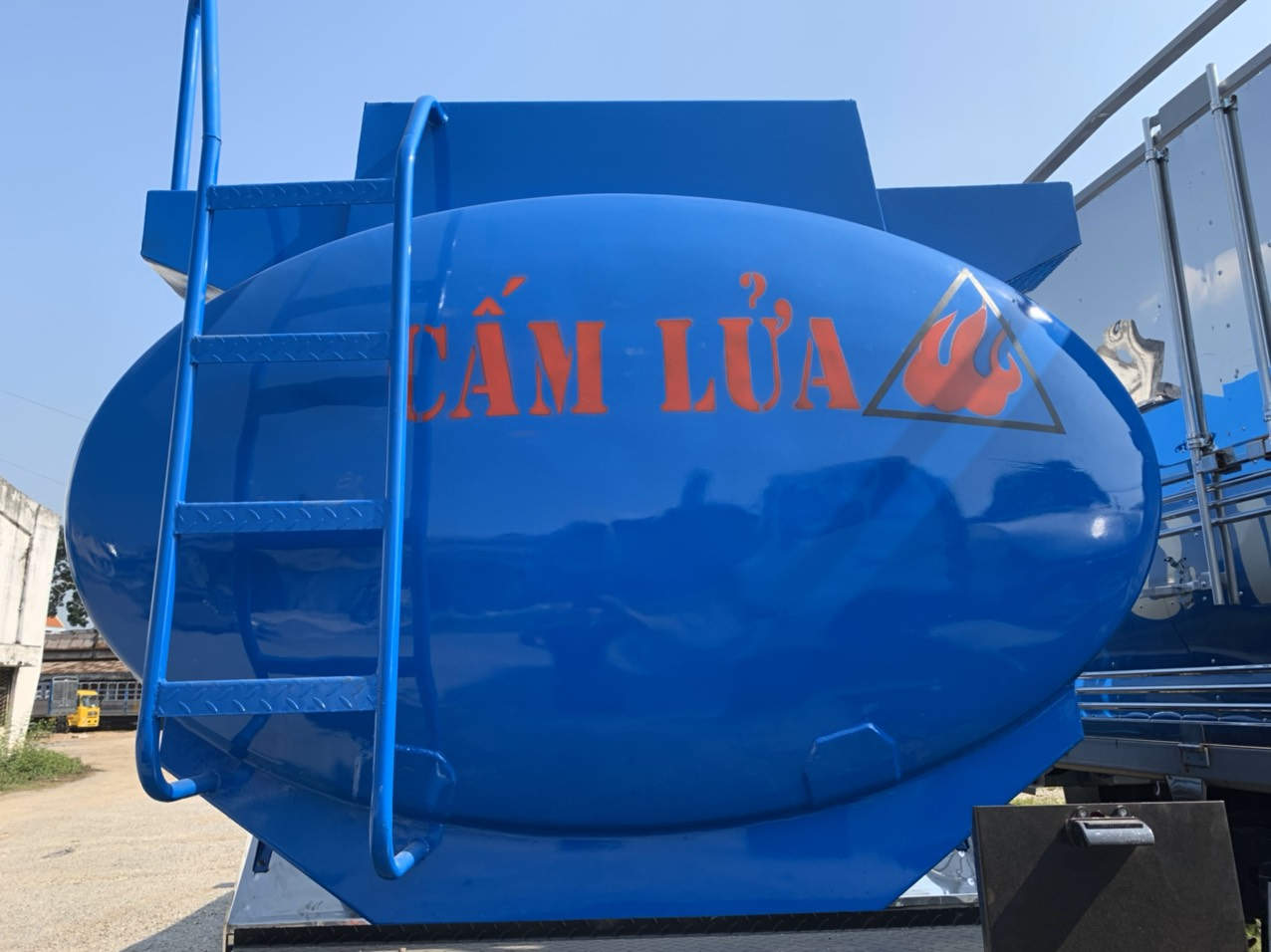 Ô tô xitec xăng 18 khối Auman C240.E4