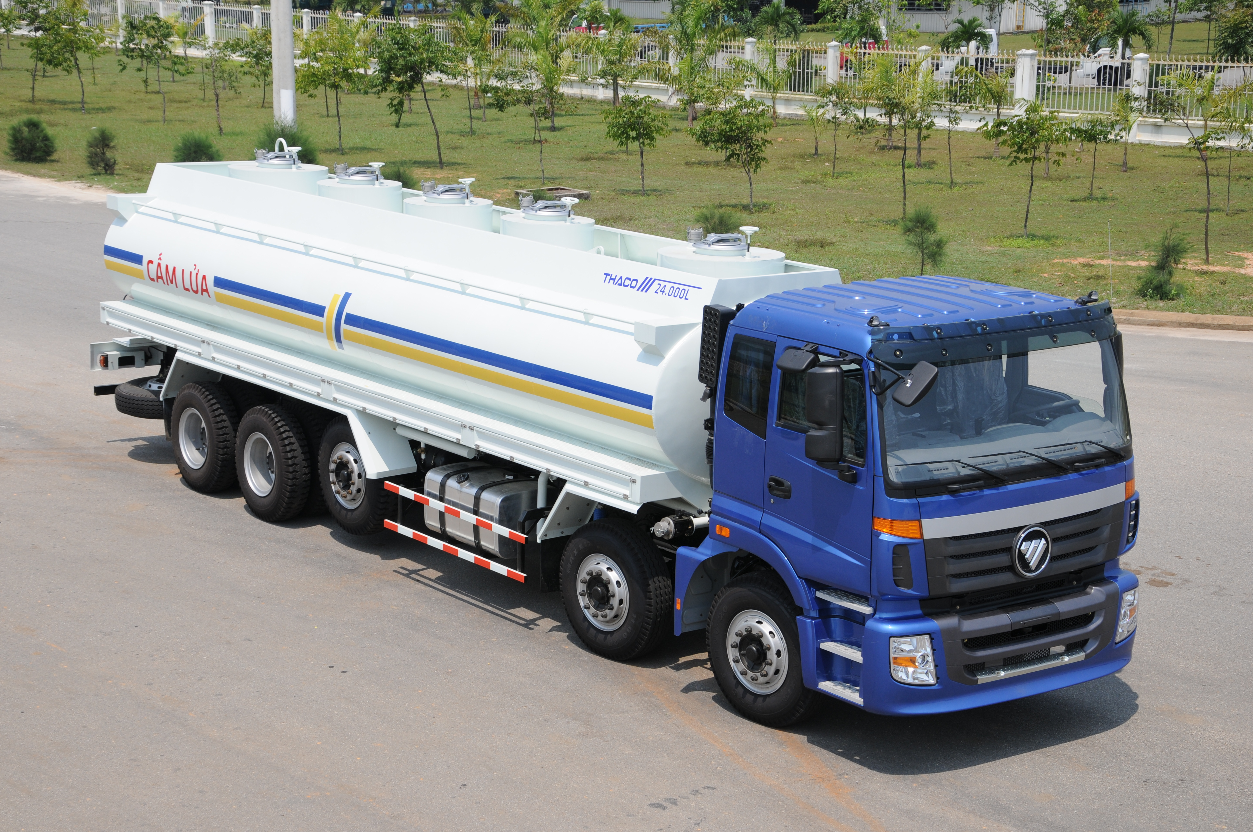 Ô tô xitec chở xăng 24m3