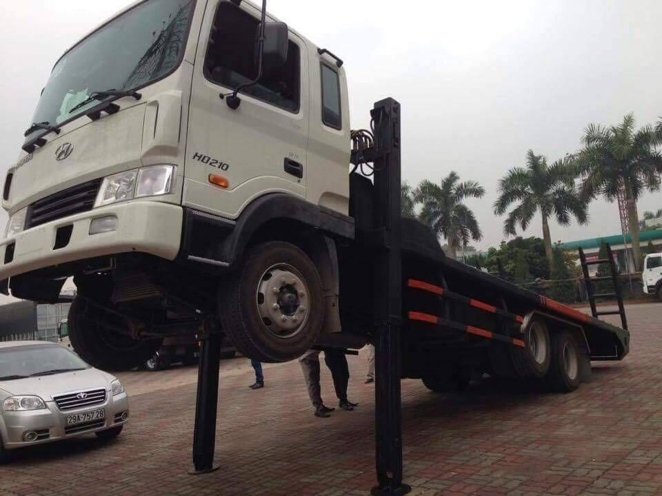 Xe nâng đầu chở máy Hyundai HD210