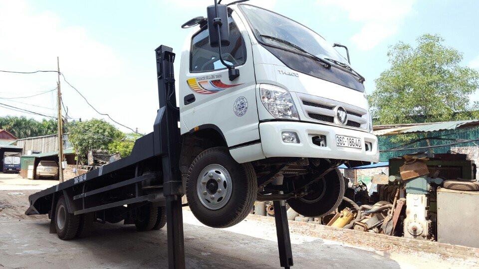 Xe tải nâng đầu chở máy công trình Ollin700B