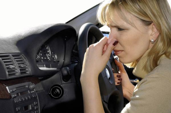 Mùi hôi xe hơi