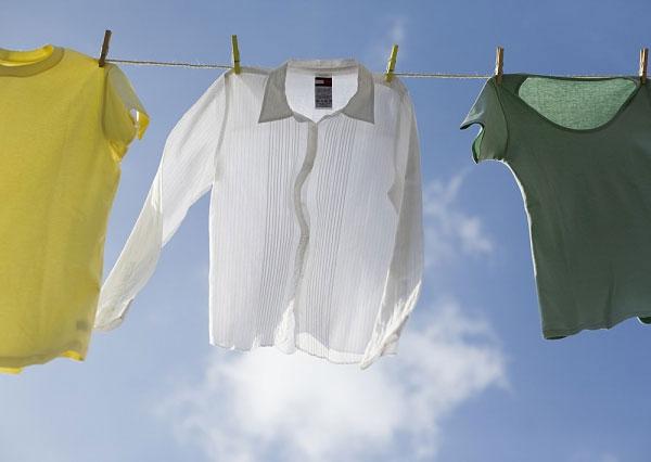 Mẹo khử mùi hôi quần áo hiệu quả không cần giặt là