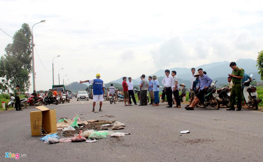 """Ô nhiễm môi trường nghiêm trọng - Nạn """"Ruồi tặc"""" hoành hành ở Sóc Sơn, Hà Nội"""