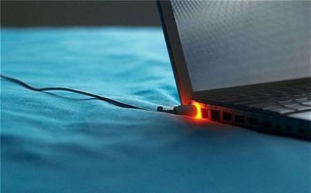 Những tác hại không lường của việc cắm sạc laptop liên tục