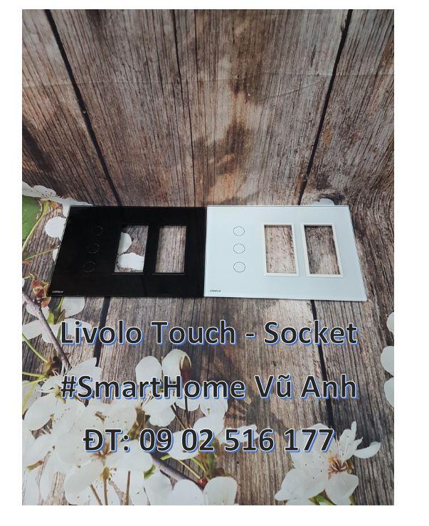 Công tắc cảm ứng 3 phím có 2 Socket Livolo VL-C5-C3-SR-SR