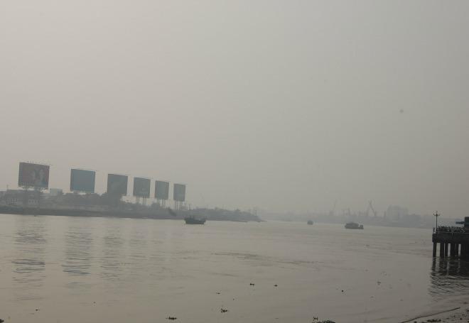 Sông Sài Gòn mờ ảo trong sương mù
