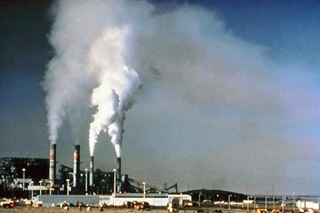 Ô nhiễm môi trường có thể sinh ra các hóa chất độc hại đối với cơ thể và có thể gây ung thư.