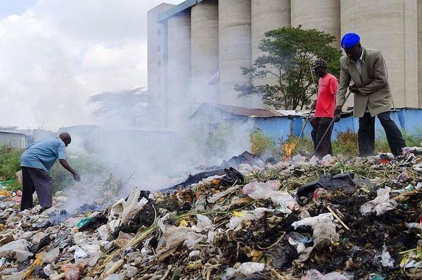 Chất dioxin phát sinh trong quá trình đốt cháy túi nilon làm tăng nguy cơ ung thư.