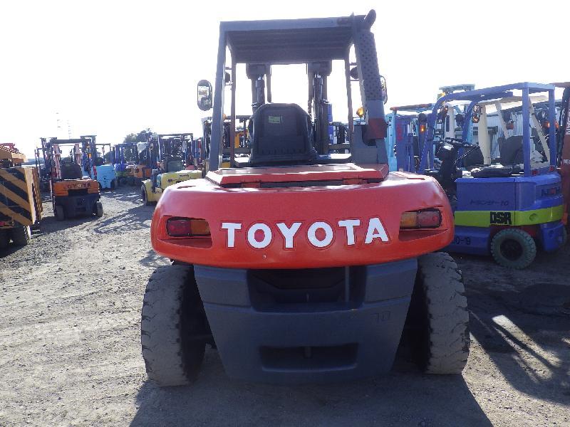 xe nâng Toyota 7 tấn