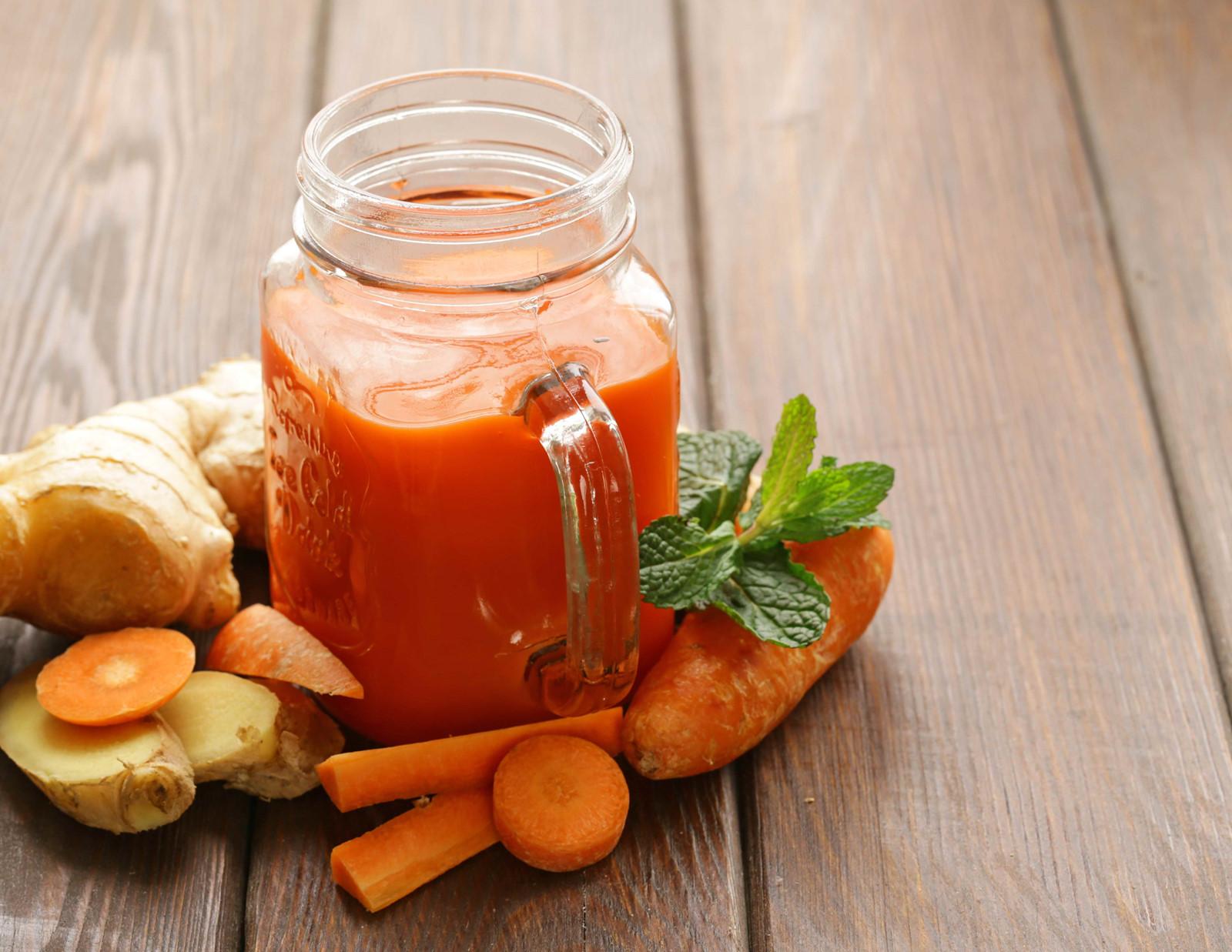 Nước ép cà rốt và gừng cho năng lượng tràn đầy
