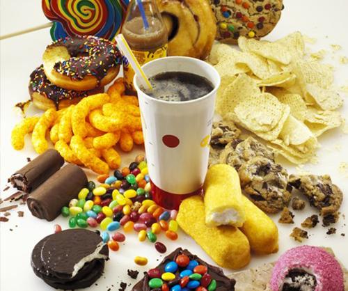 Không nên ăn thực phẩm chứa nhiều đường trong bữa ăn