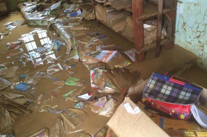 Nghệ An - Trường tan hoang sau lũ dữ, 250 học sinh phải nghỉ học