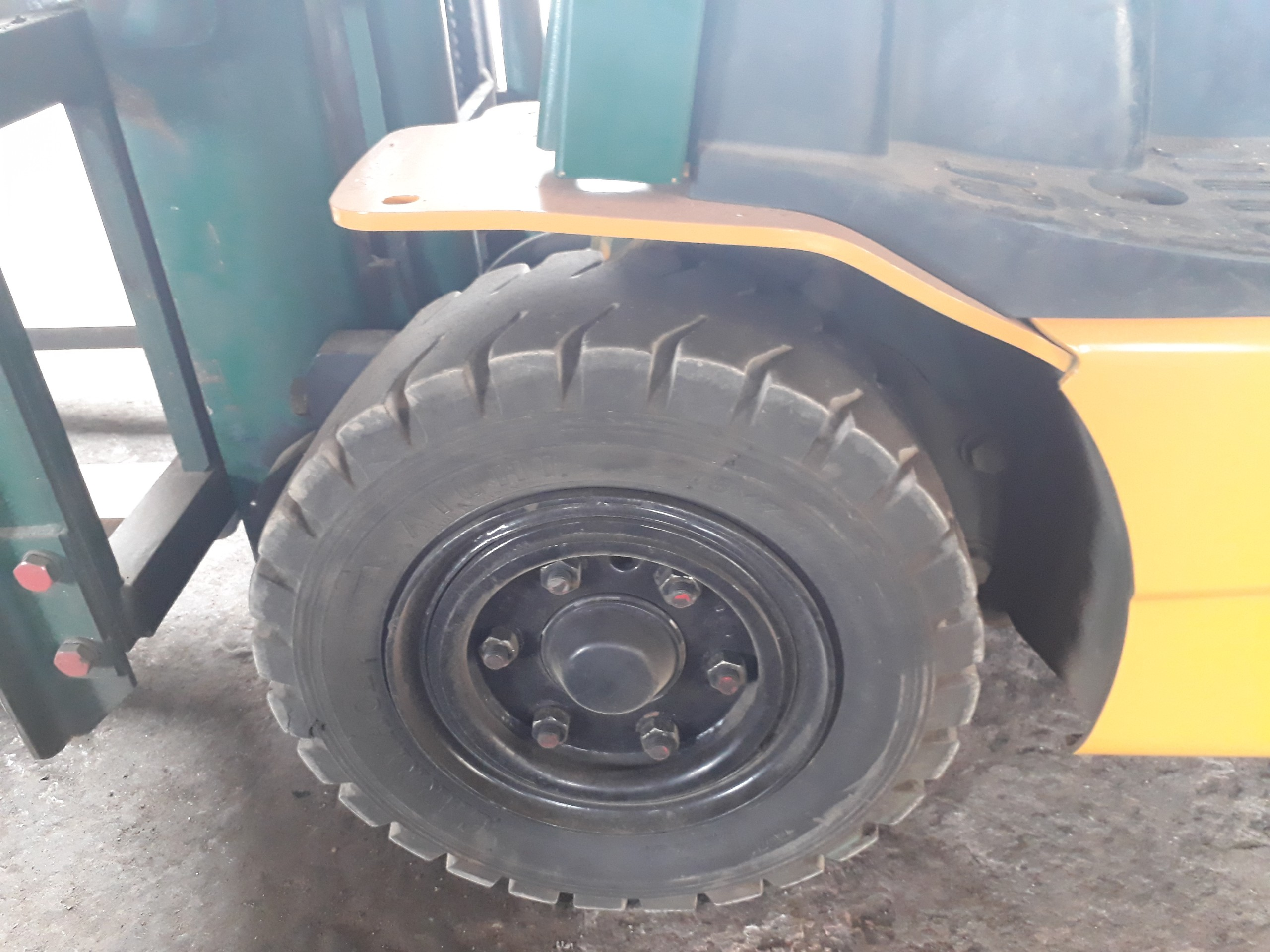 bánh xe Xe nâng điện ngồi lái Komatsu FB15-12, 1.5 tấn, sx 2007