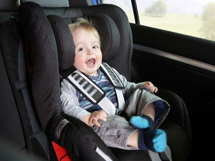 Cách bảo vệ trẻ khi ở trên ô tô