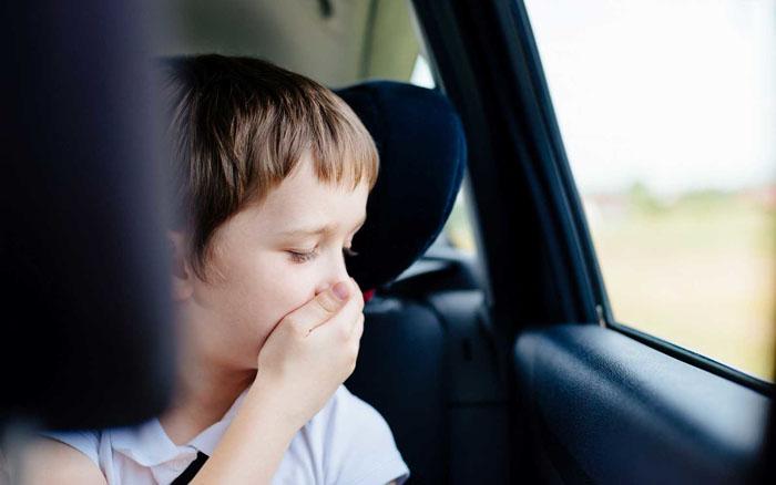 Nhiều yếu tố gây nguy hiểm cho trẻ nhỏ khi ở trên ô tô