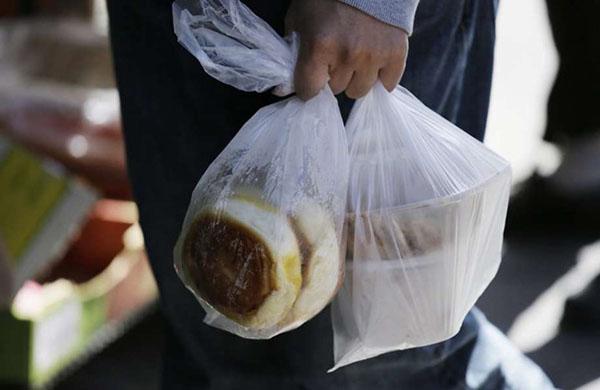 túi nilon tiện dụng nhưng chứa nhiều thành phần độc hại cho sức khỏe con người