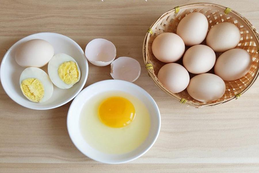 Trứng gà cung cấp clesterol tốt