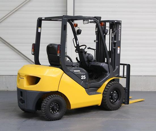 Xe nâng hàng Komatsu 2.5 tấn