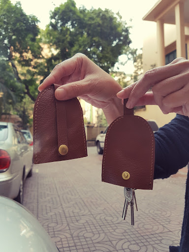 KEY HOLDER - BROWN