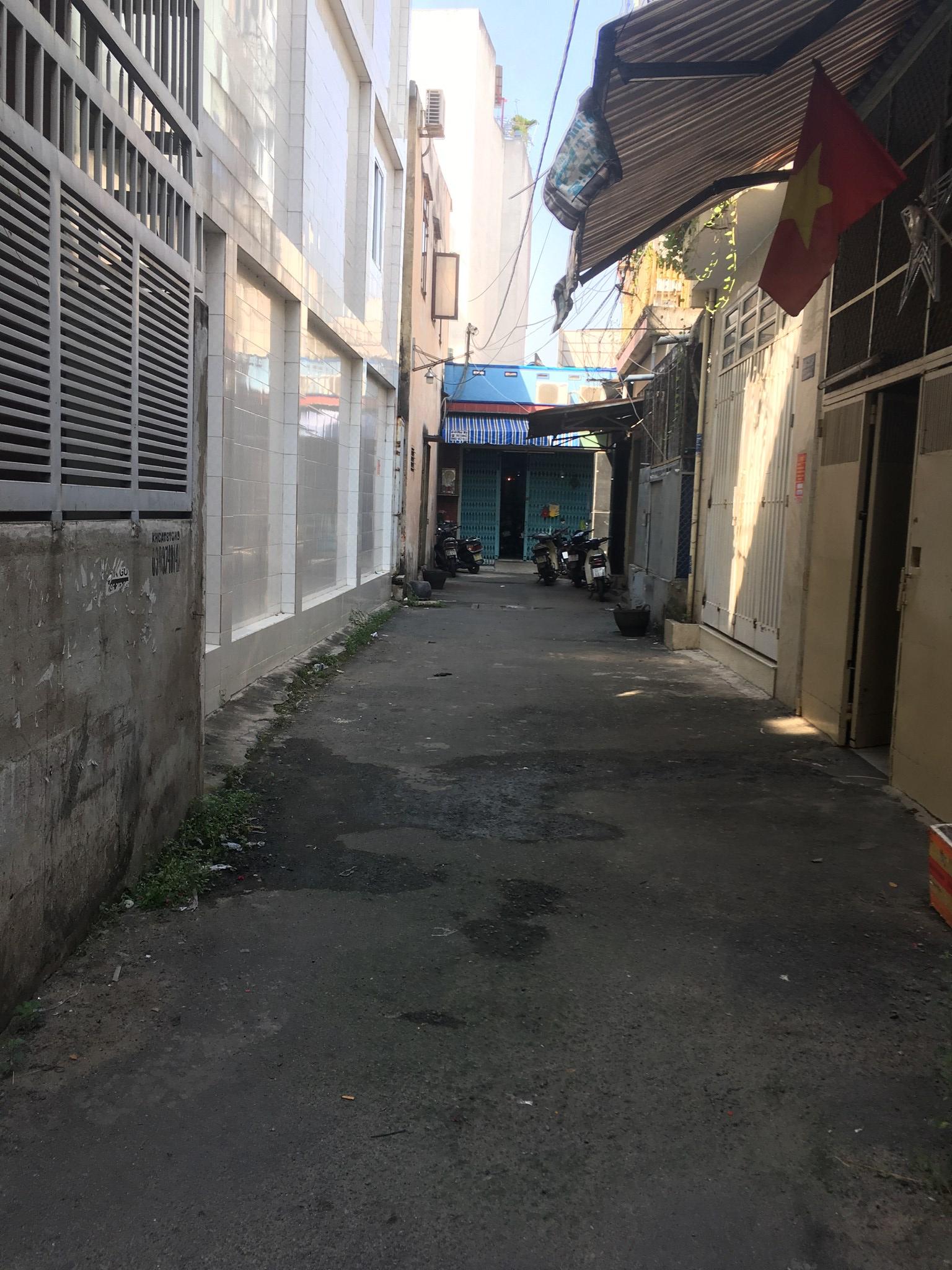 Nhà bán giá rẻ 2 MT HXH đường Lạc Long Quân