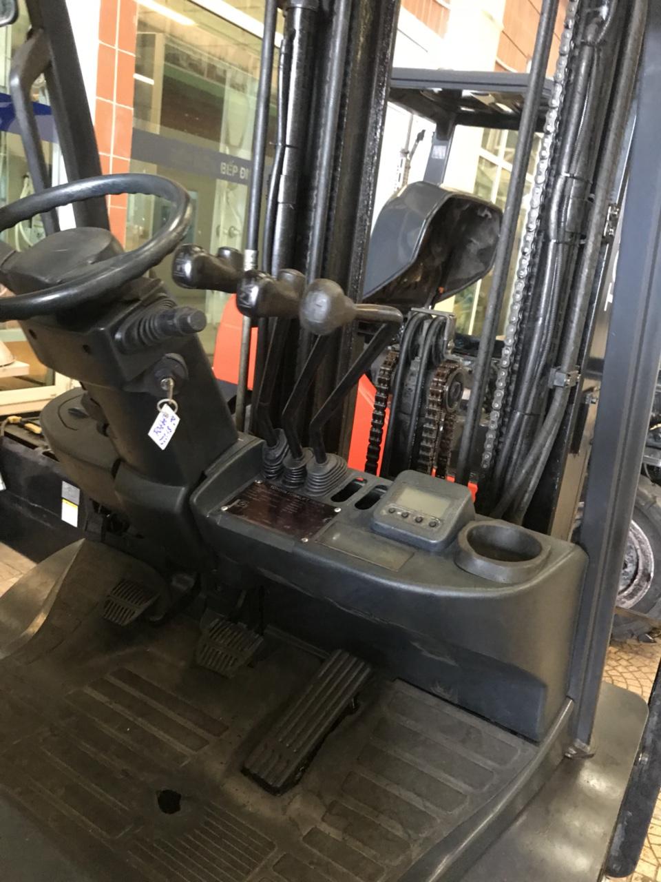 Xe nâng dầu cũ Toyota 2,5 tấn model 62-8FD25 năm sản xuất 2011.