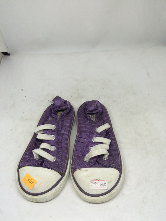 CONVERSE - SIZE 8- MS 194