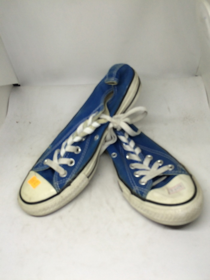 CONVERSE - SIZE 6- MS 233