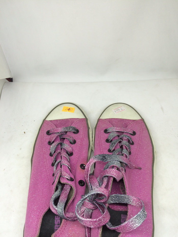 CONVERSE - SIZE 6- MS 240