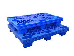 Pallet nhựa chân cốc