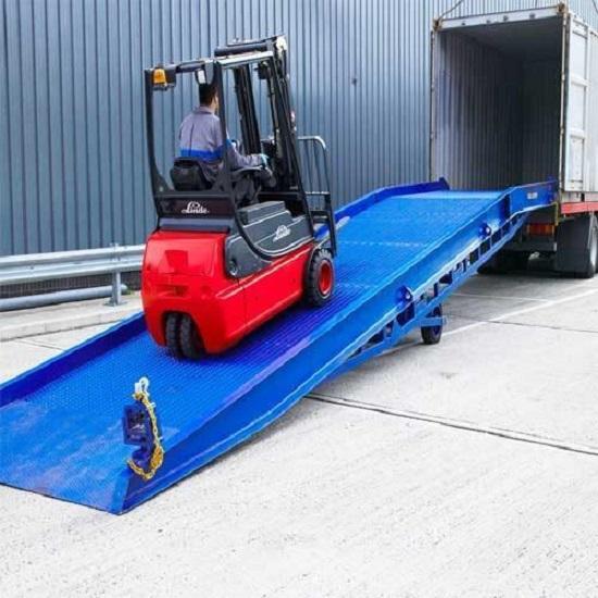 Cầu xe nâng - giải pháp hàng đầu cho hoạt động nâng hạ trên container