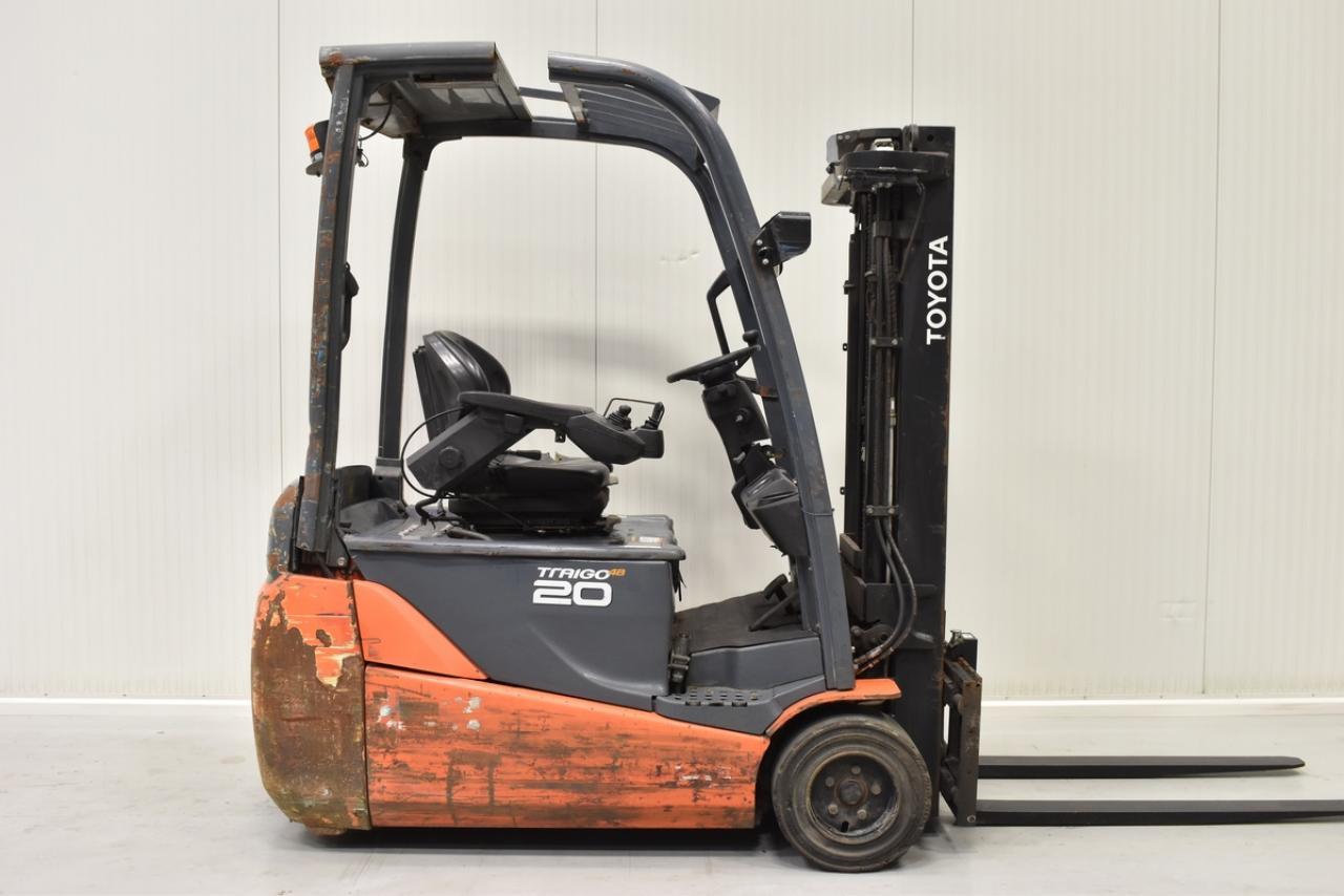 Xe nâng TOYOTA cũ, model 8FBET20, tải trọng 2000 kg, năm sx 2012, hàng đẹp, chính hãng, giao nhanh