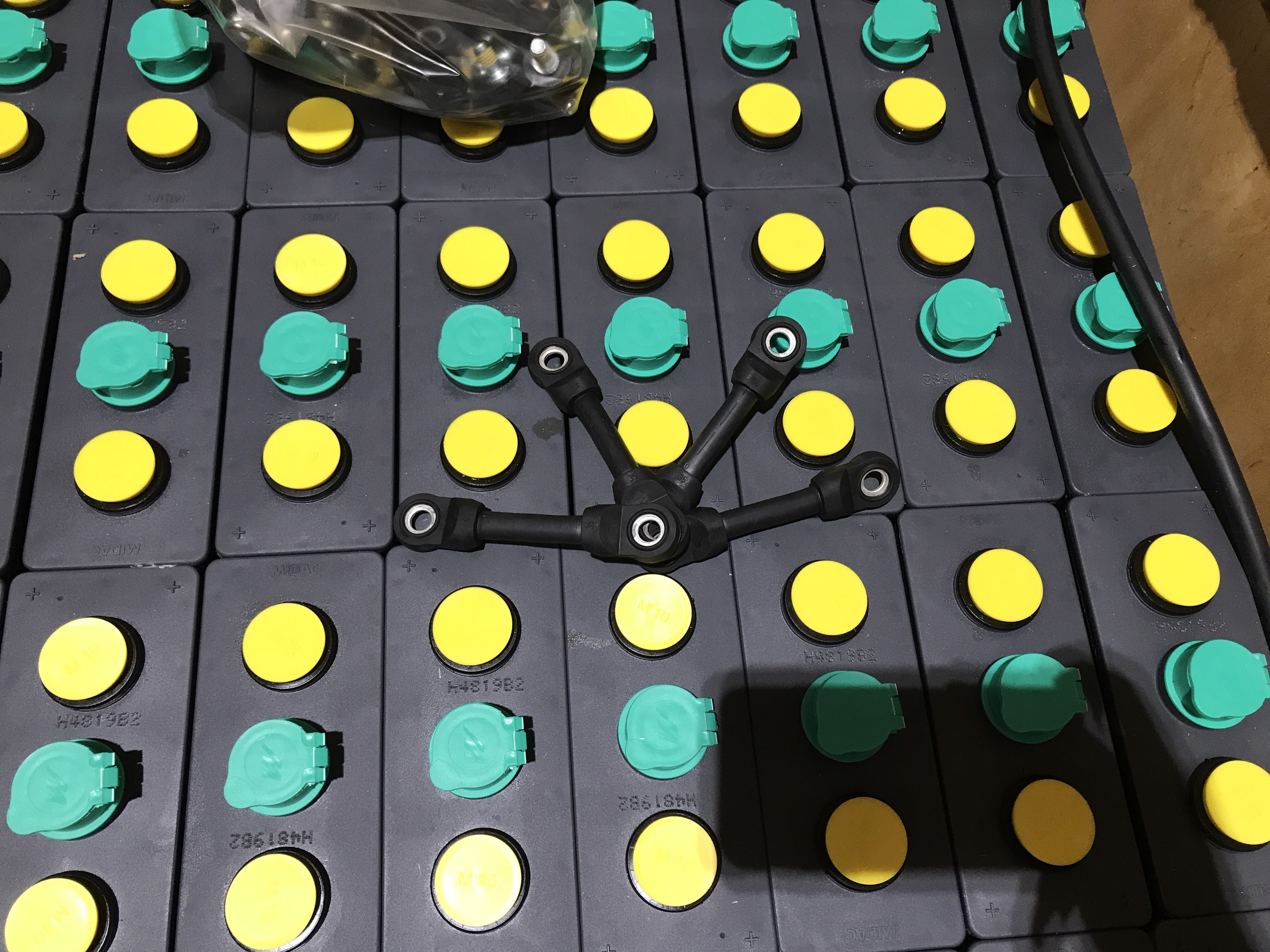 Bình ắc quy xe nâng hiệu MIDAC. Công suất 48V455Ah, gồm 24 cell