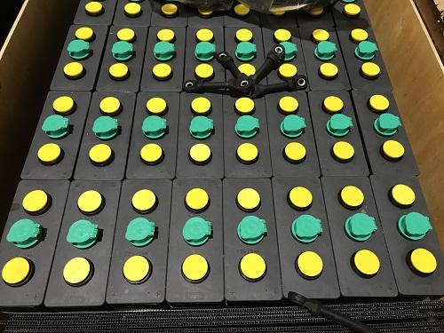 Bình ắc quy xe nâng hiệu MIDAC. Công suất 48V/375Ah, gồm 24 cell