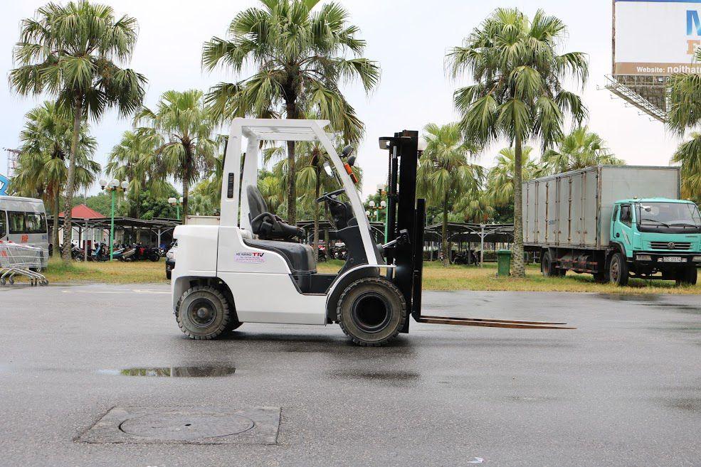 Xe nâng xăng ga Unicariers EBF-P1F2, tải trọng 2.0 tấn, chiều cao nâng tối đa 3000mm, sản xuất năm 2