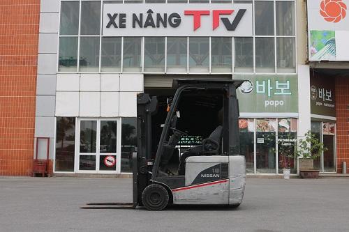 Xe nâng điện ngồi lái 3 bánh hiệu Nissan 1N1L180, 1,8 tấn, nâng cao 3m, năm 2009
