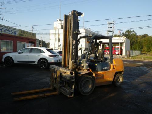 Xe nâng dầu cũ ngồi lái hiệu Toyota 7FD35, 3.5 tấn, nâng cao 4.3m, năm 2012, SK B7FDK40 - 50687