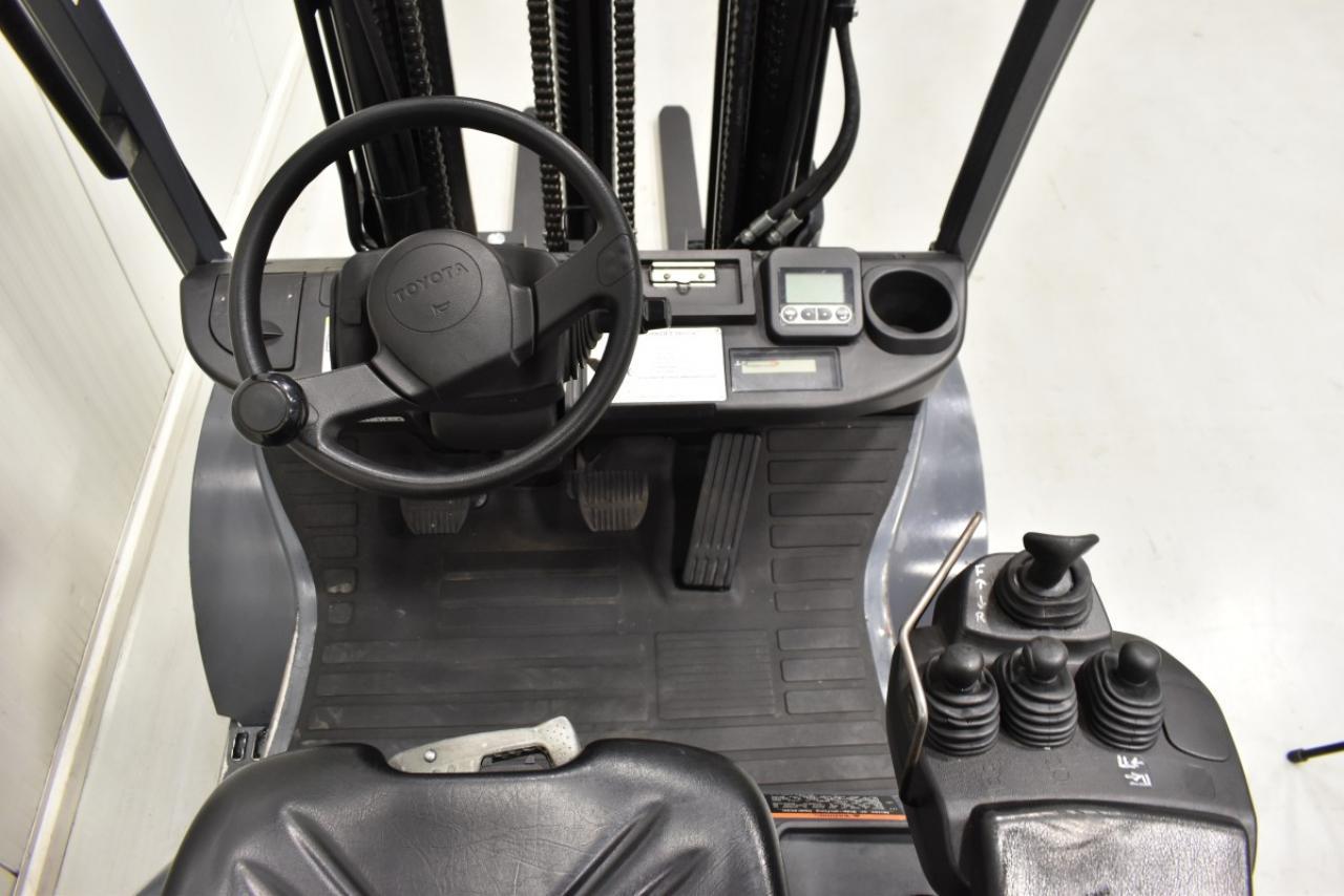 Xe nâng dầu TOYOTA 02-8FGF20