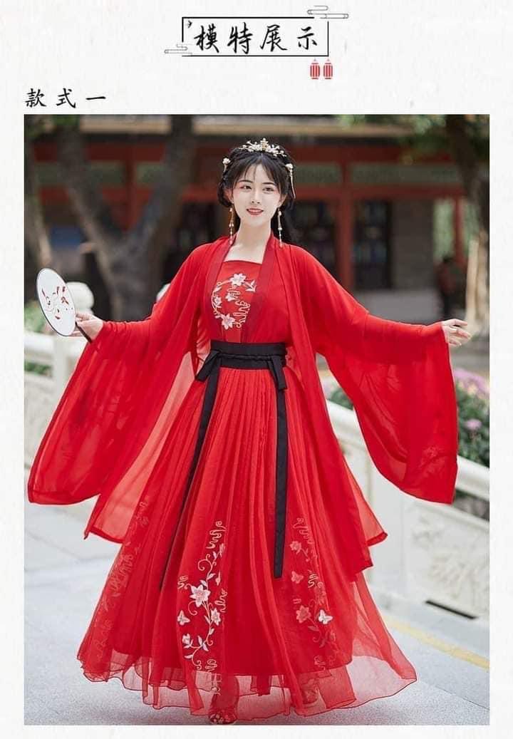 Trang phục cổ trang đỏ